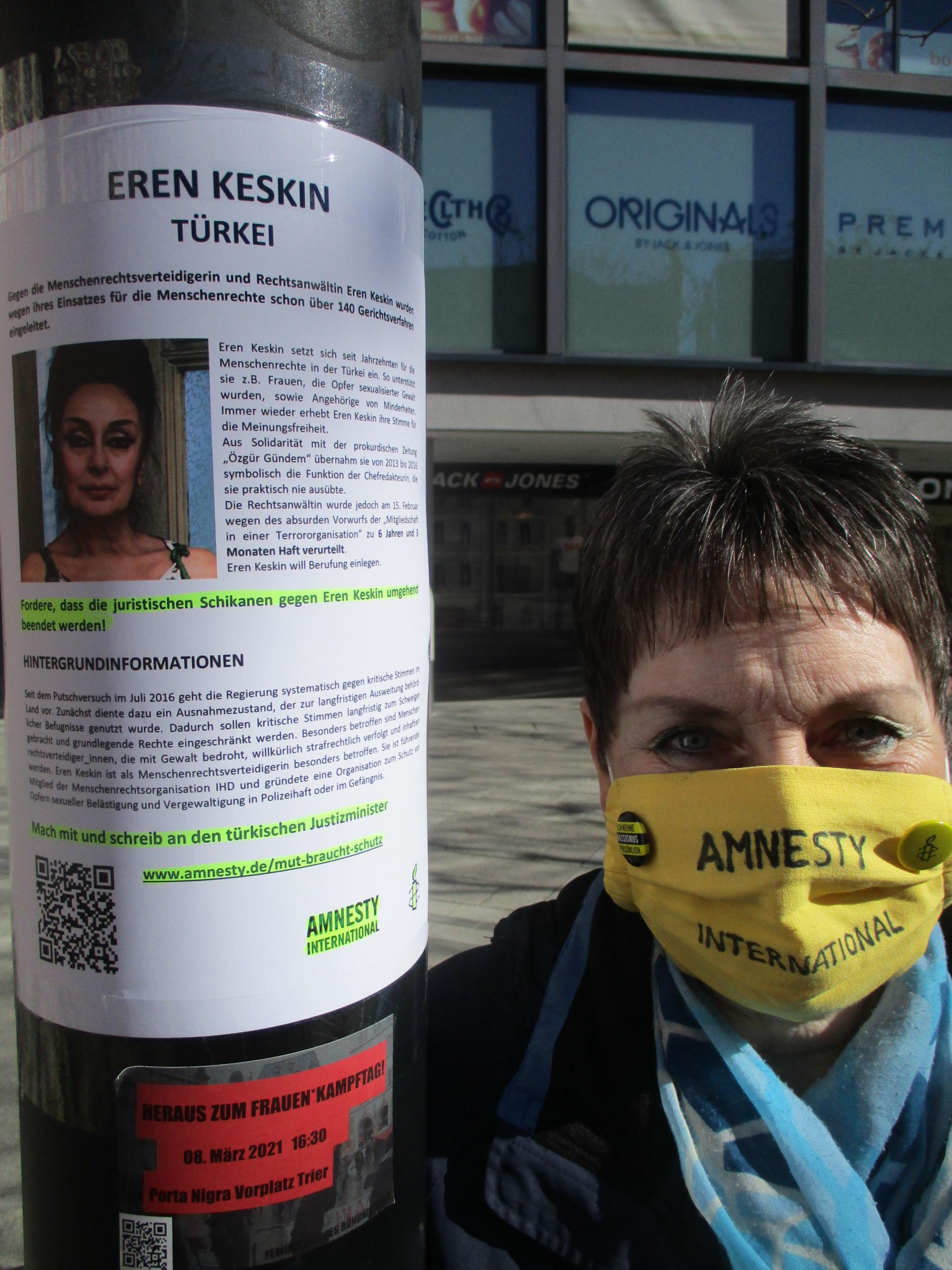 Plakataktion in der Trierer Innenstadt zum Internationalen Frauentag