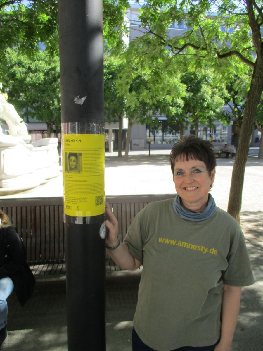 """Plakataktion am Kornmarkt zur Kampagne """"Mut braucht Schutz"""""""