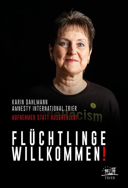 Unsere Gruppensprecherin Karin Dahlmann bei einer Trierer Plakataktion im Rathaus